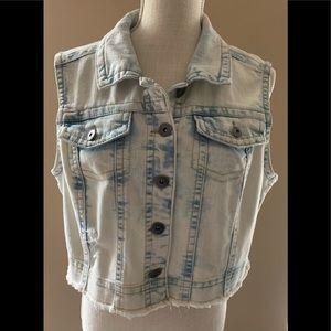 Mudd Brand Women's Light Wash Denim Vest XL